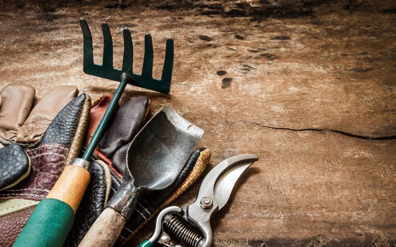 8 outils de jardinage indispensables